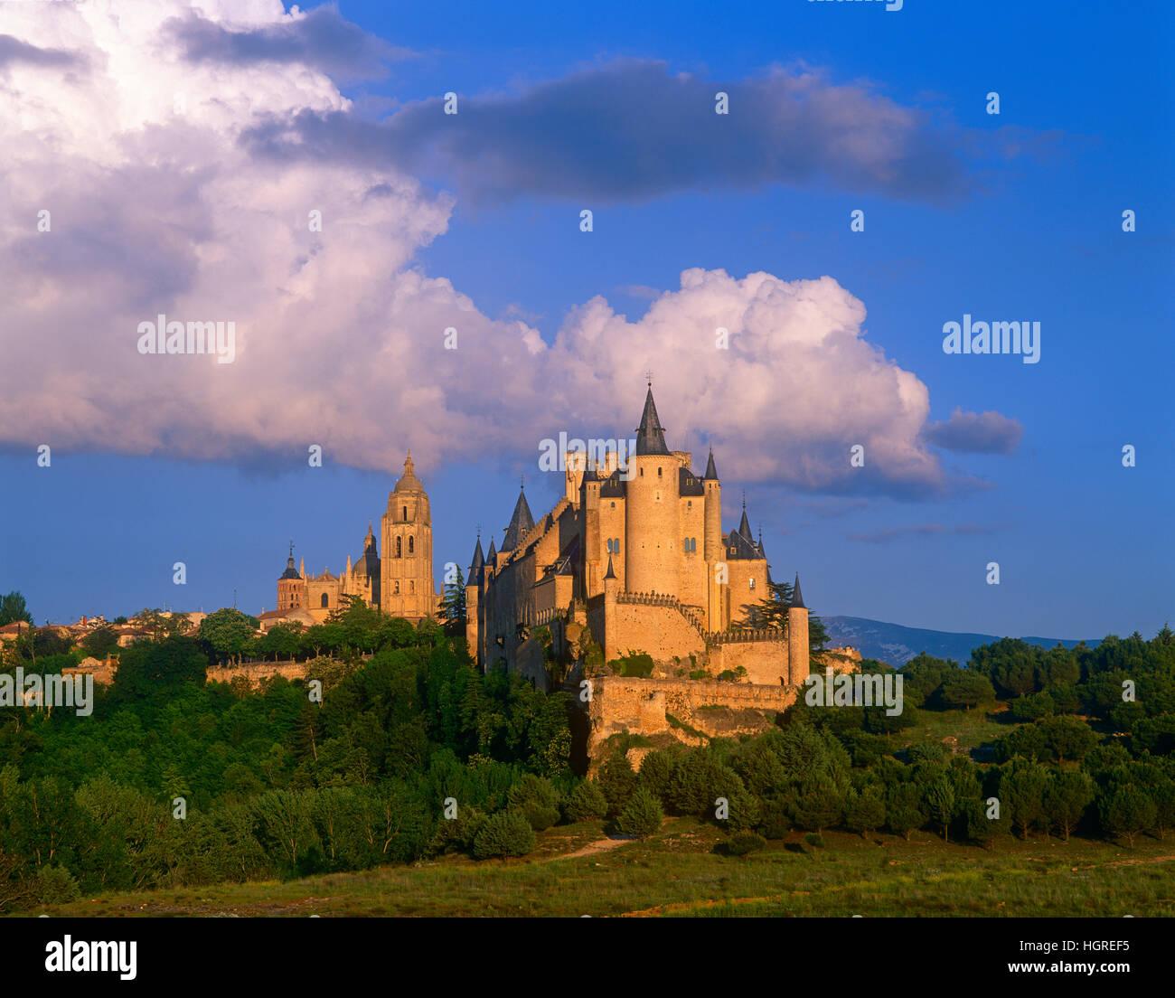 The Alcazar and Cathedral, Segovia, Castile y Lyon, Spain - Stock Image