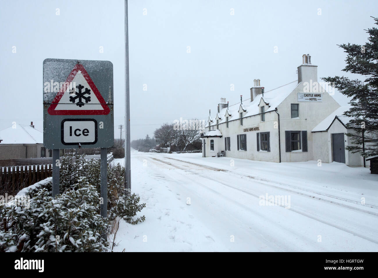 Mey, Caithness, Scotland, 12 Jan 2017. Heavy snow showers merged to give a covering of snow on the A836 road, the - Stock Image