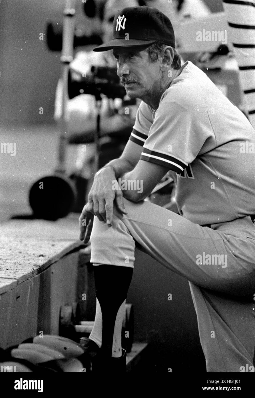 New York Yankees manager Billy Martin surveys the field prior to game  with the Texas Rangers at the old Arlington - Stock Image