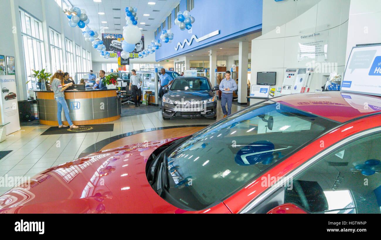 Honda dealership auto showroom - Stock Image