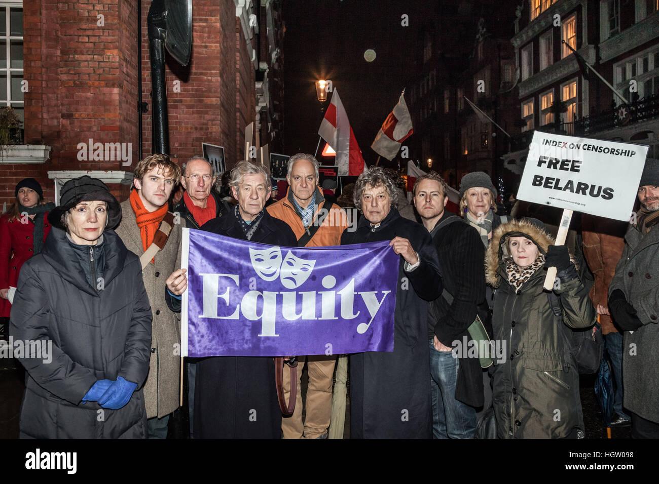 Equity union members (L-R) Harriet Walter, Dan Stevens, Martin Sherman, Ian McKellen, Malcolm Sinclair, Tom Stoppard, - Stock Image