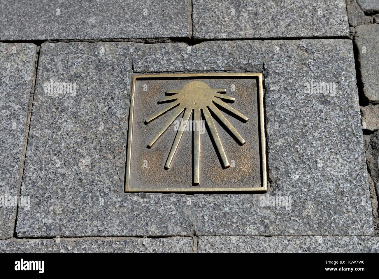 Bronzetafel mit Zeichen der Jakobsmuschel, Jakobsweg, Pilgerweg, Pilgerzeichen, Salamanca, Spanien, Europa - Stock Image