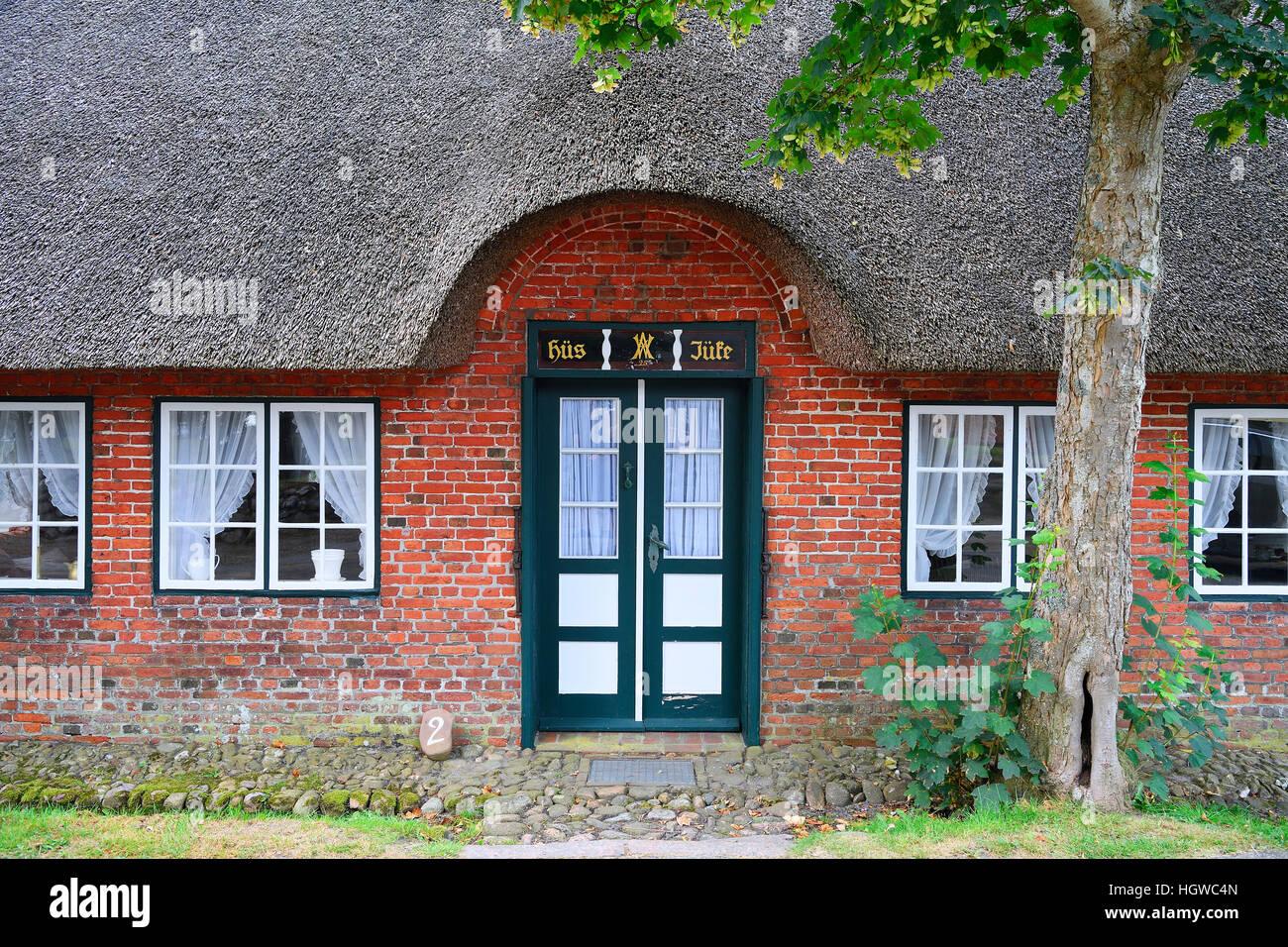 typischer Eingang in ein altes Friesenhaus, Reetdachhaus, Keitum, Sylt, nordfriesische Inseln, Nordfriesland, Schleswig Stock Photo