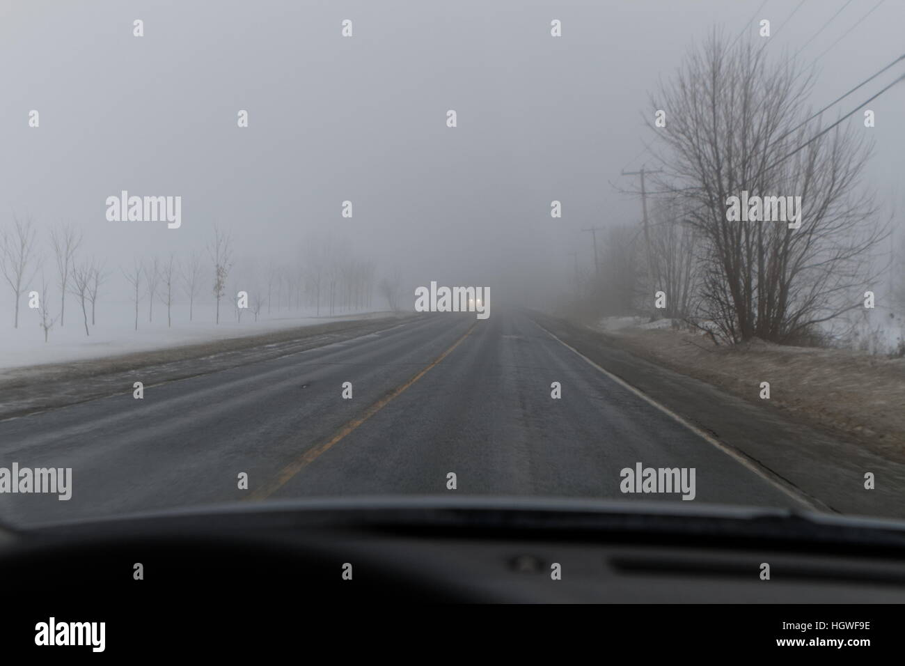 Driving in winter fog - Stock Image