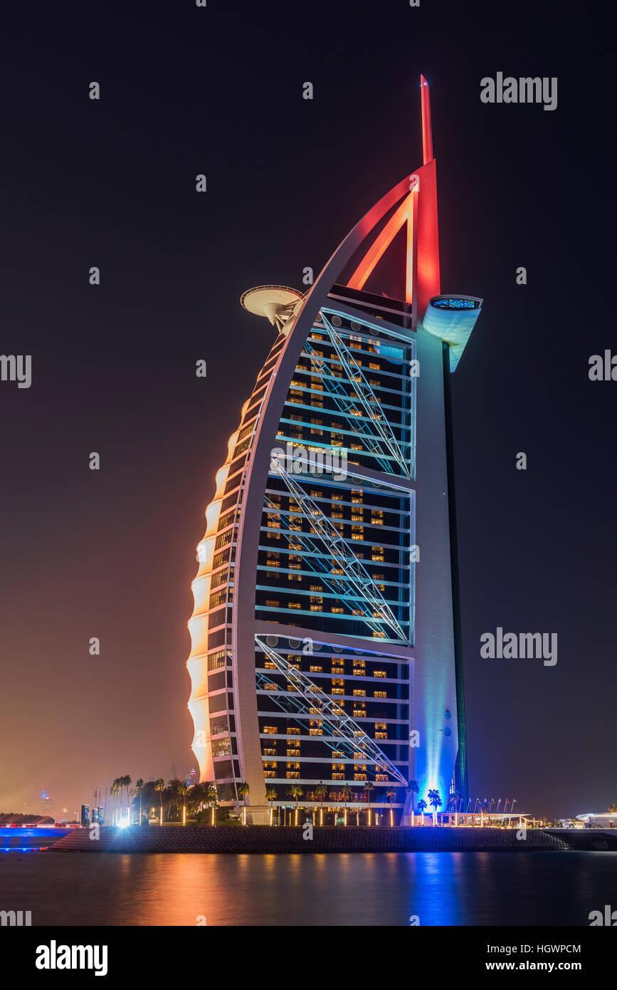 Night view of Burj Al Arab luxury hotel, Dubai, United Arab Emirates - Stock Image
