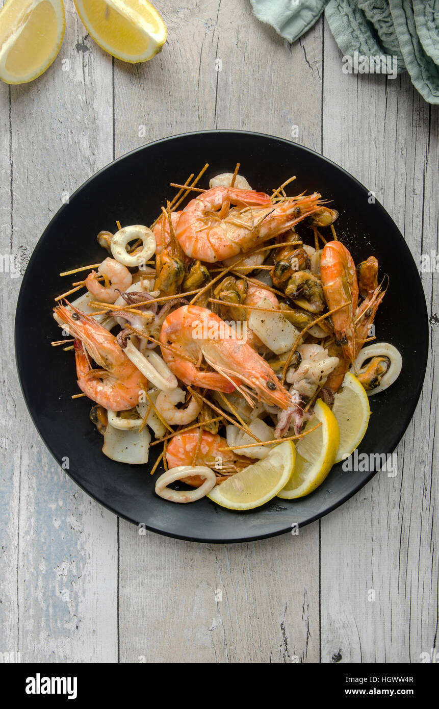 Deep-fried seafood mix with spaghetti - Stock Image