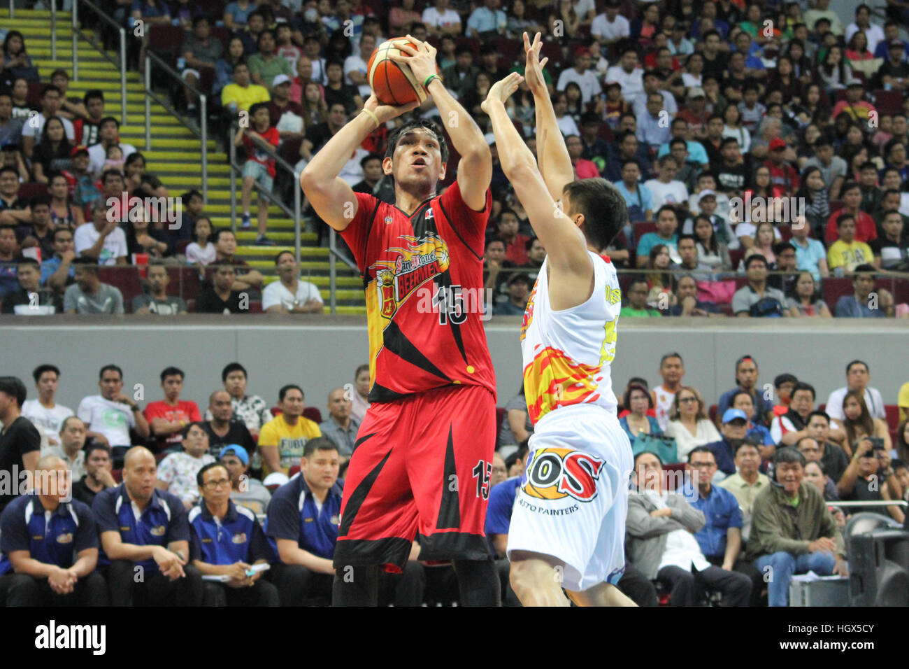 Junemar Fajardo of San Miguel takes a jumpshot over defender Jewel Ponferrada of Rain or Shine (Photo by Dennis - Stock Image