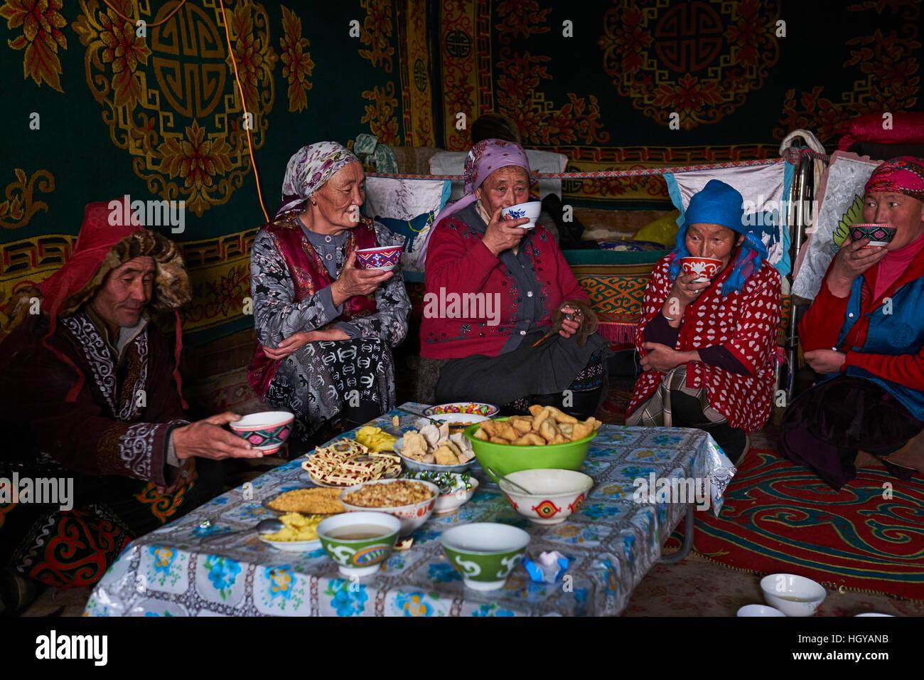 mongolia-bayan-olgii-province-landscape-