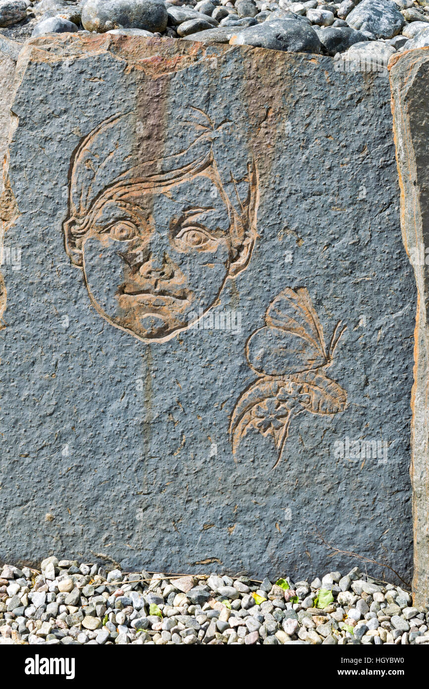 NEIL GUNN MEMORIAL STRATHPEFFER A CARVED FLAGSTONE BOY AND BUTTERFLY Stock Photo