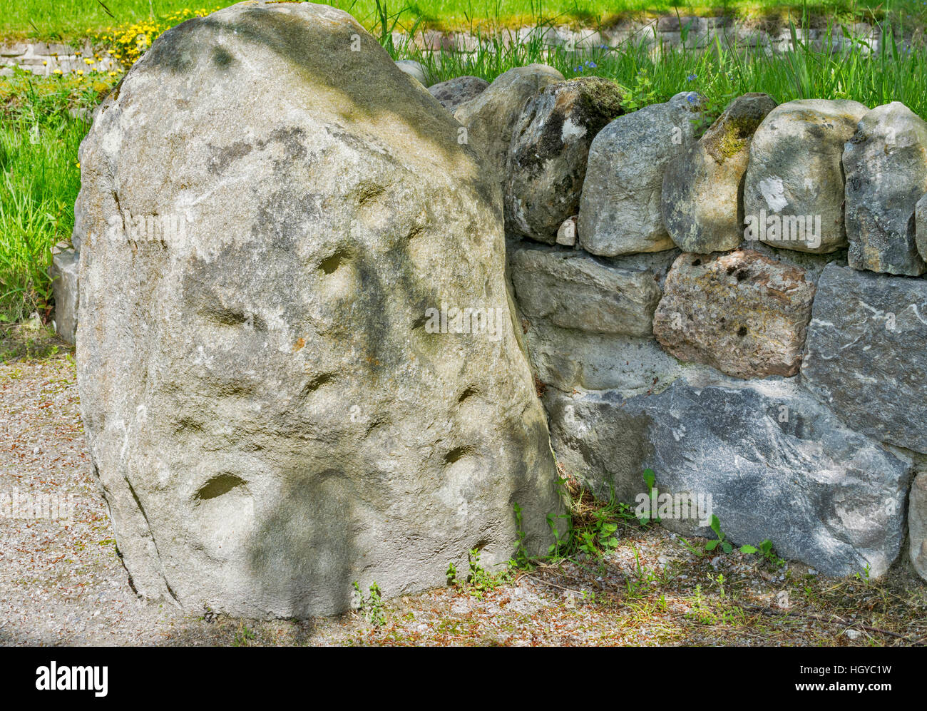 THE HEIGHTS OF FODDERTY STONE  LOCATED AT THE GUNN MEMORIAL STRATHPEFFER CLOSE UP DETAIL Stock Photo