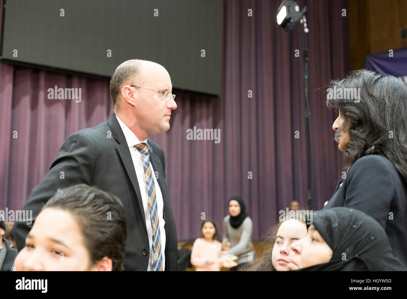 London, Ontario, Canada, 13th January, 2017. Matt Brown, mayor of London, Ontario, talks to members of the audience - Stock Image