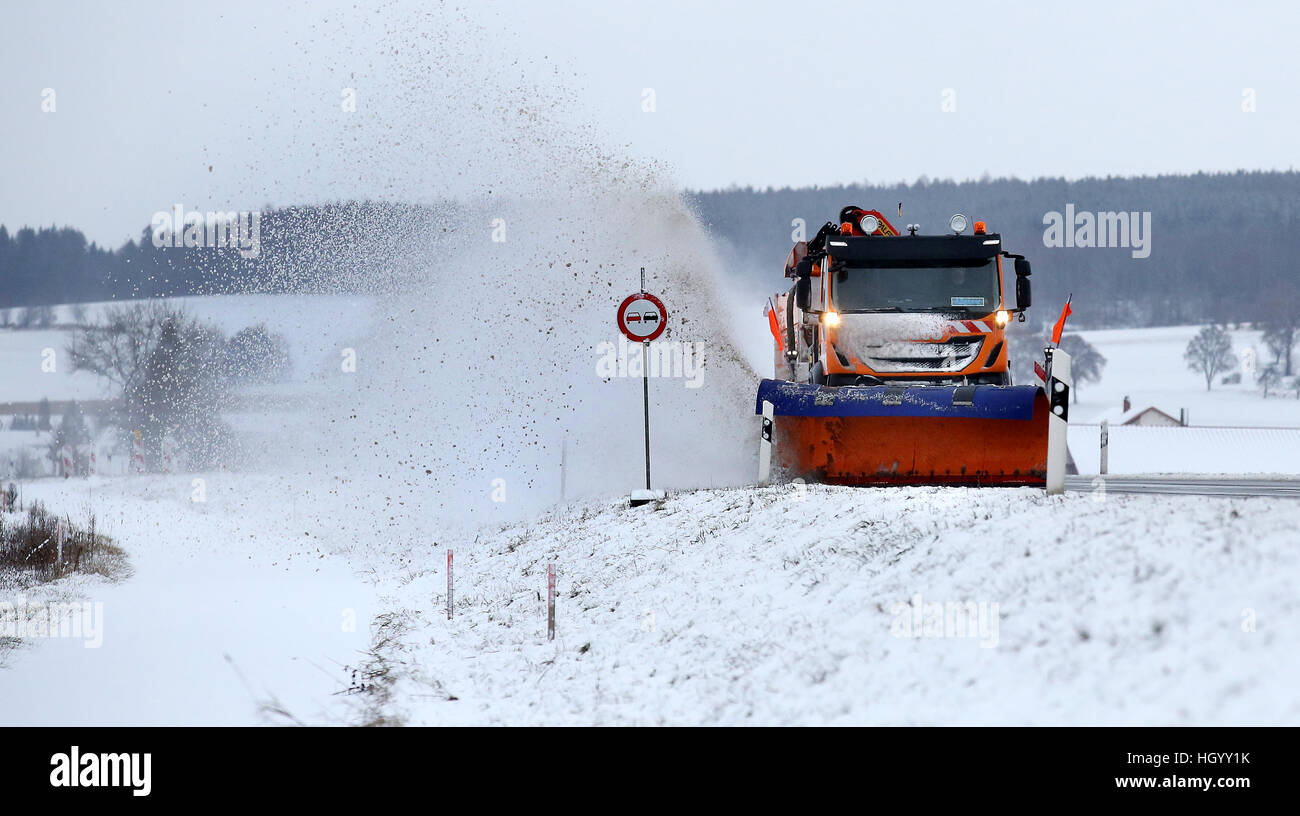 Unlingen, Germany. 14th Jan, 2017. A road crew vehicle is on the B312 federal road for winter service near Unlingen, - Stock Image