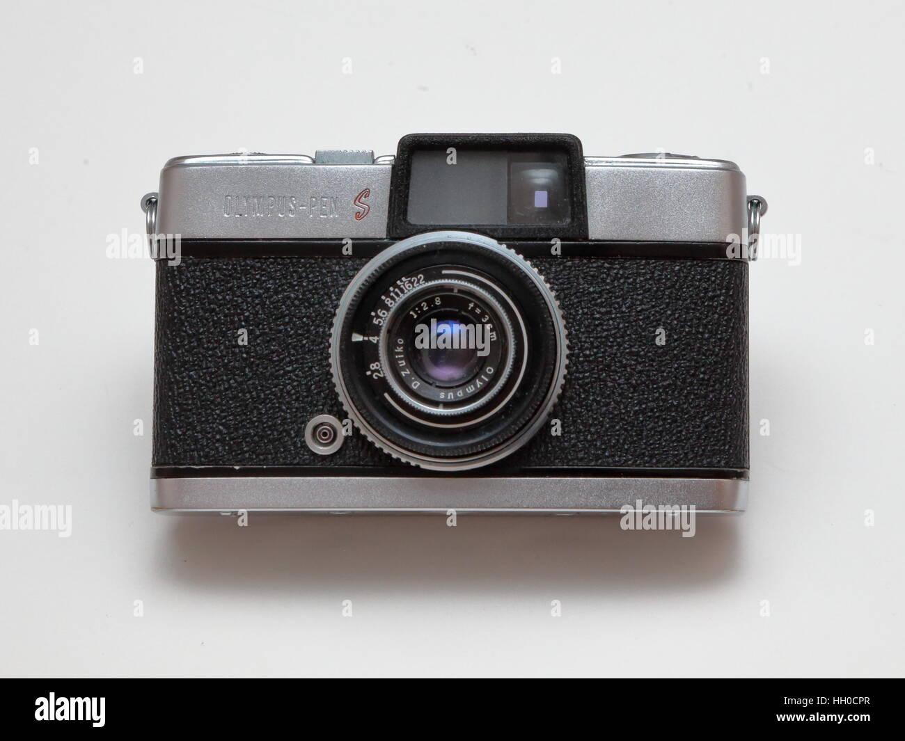 Olympus Pen S 35mm half frame film camera from 1960s - Stock Image
