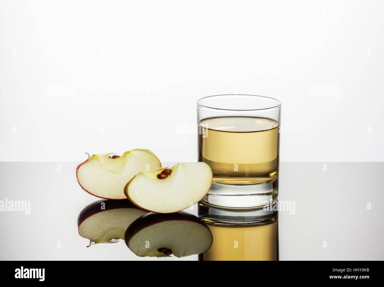 Apple Juice and two slices of fresh Apple - Stock Image
