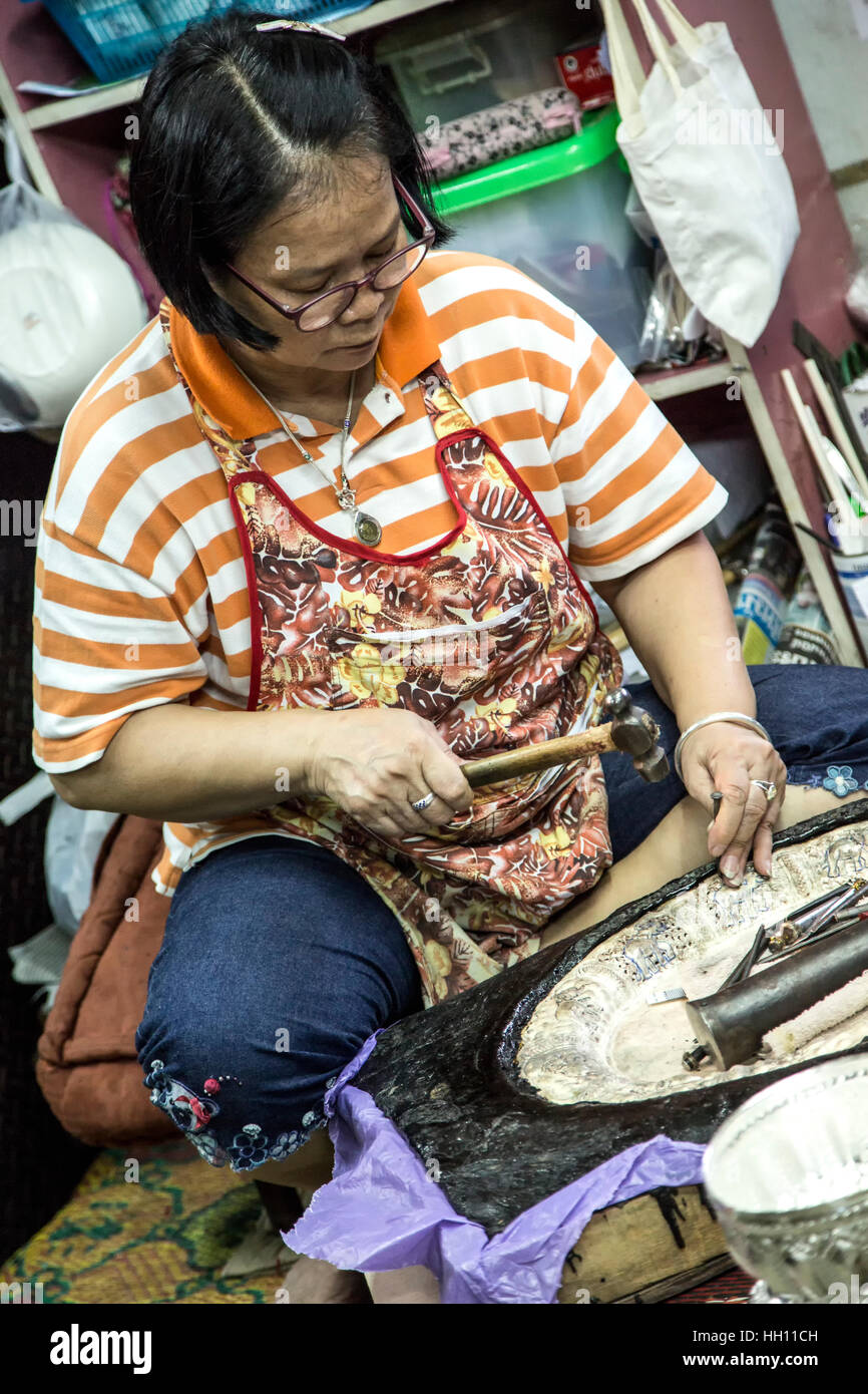 Artisan working on silver bowl, Chiang Mai, Thailand - Stock Image