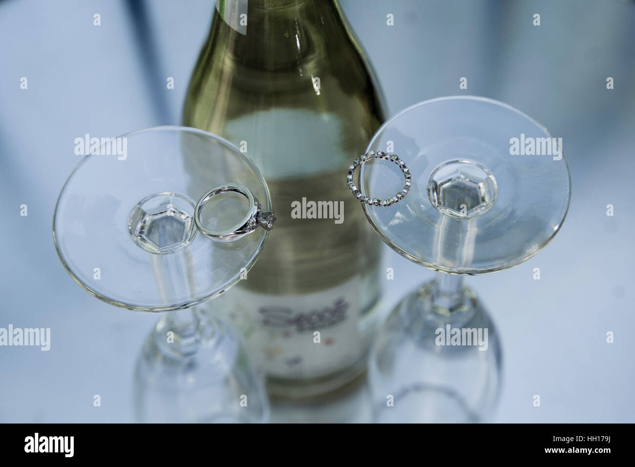 Champaign glasses with wedding rings - Stock Image