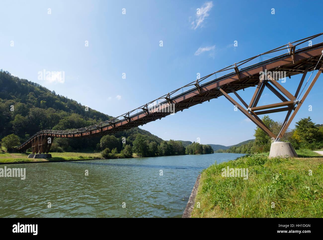 Stressed ribbon bridge, wooden bridge over Tatzlwurm Altmühl Canal, Essing, Altmühltal, Lower Bavaria, - Stock Image