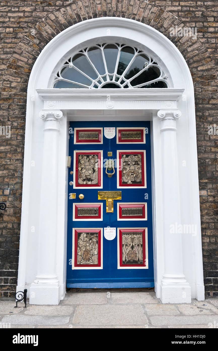 Blue front door, Merrion Street, Dublin, Ireland - Stock Image