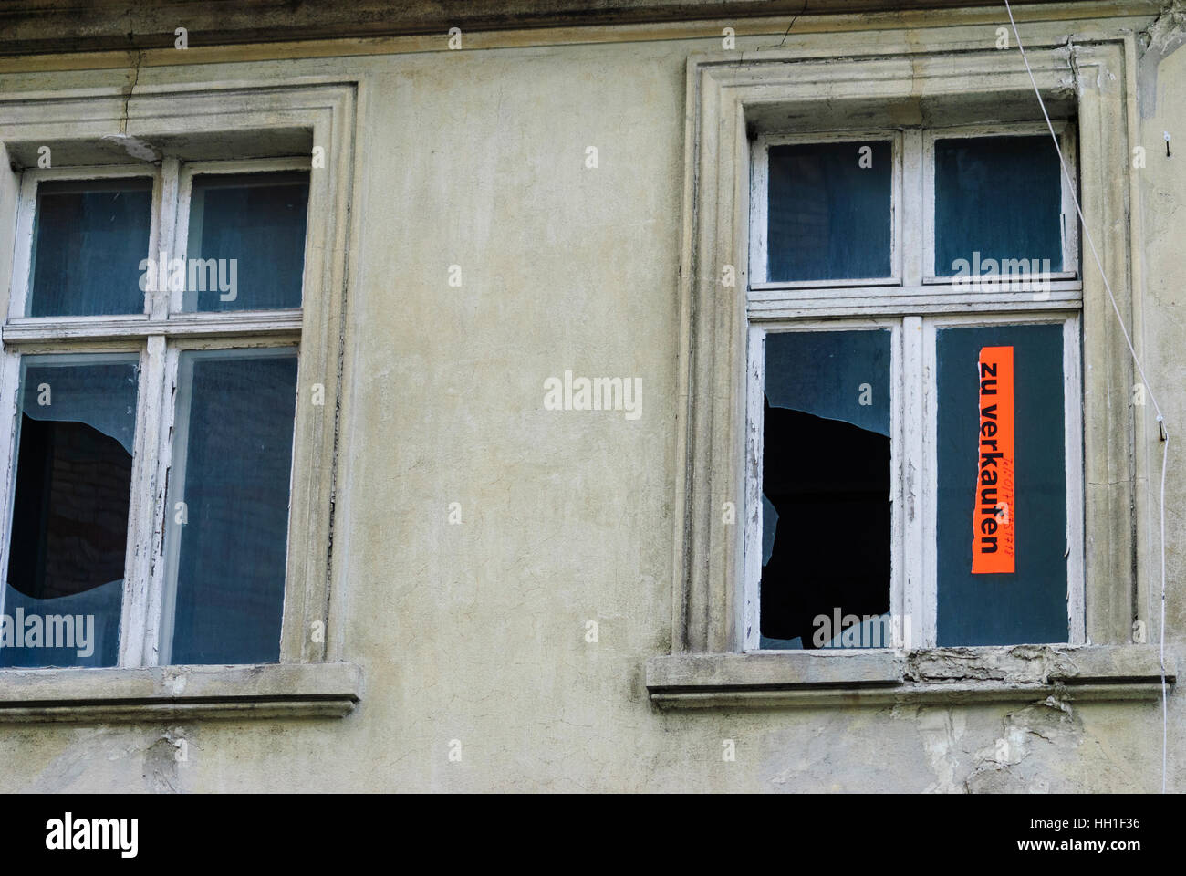 Wittstock/Dosse: run-down house for sale, , Brandenburg, Germany - Stock Image