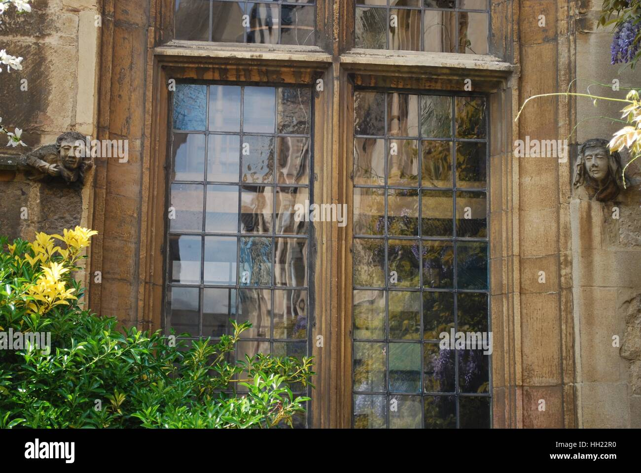 lead light windows in old stone building at Oxford college - Stock Image