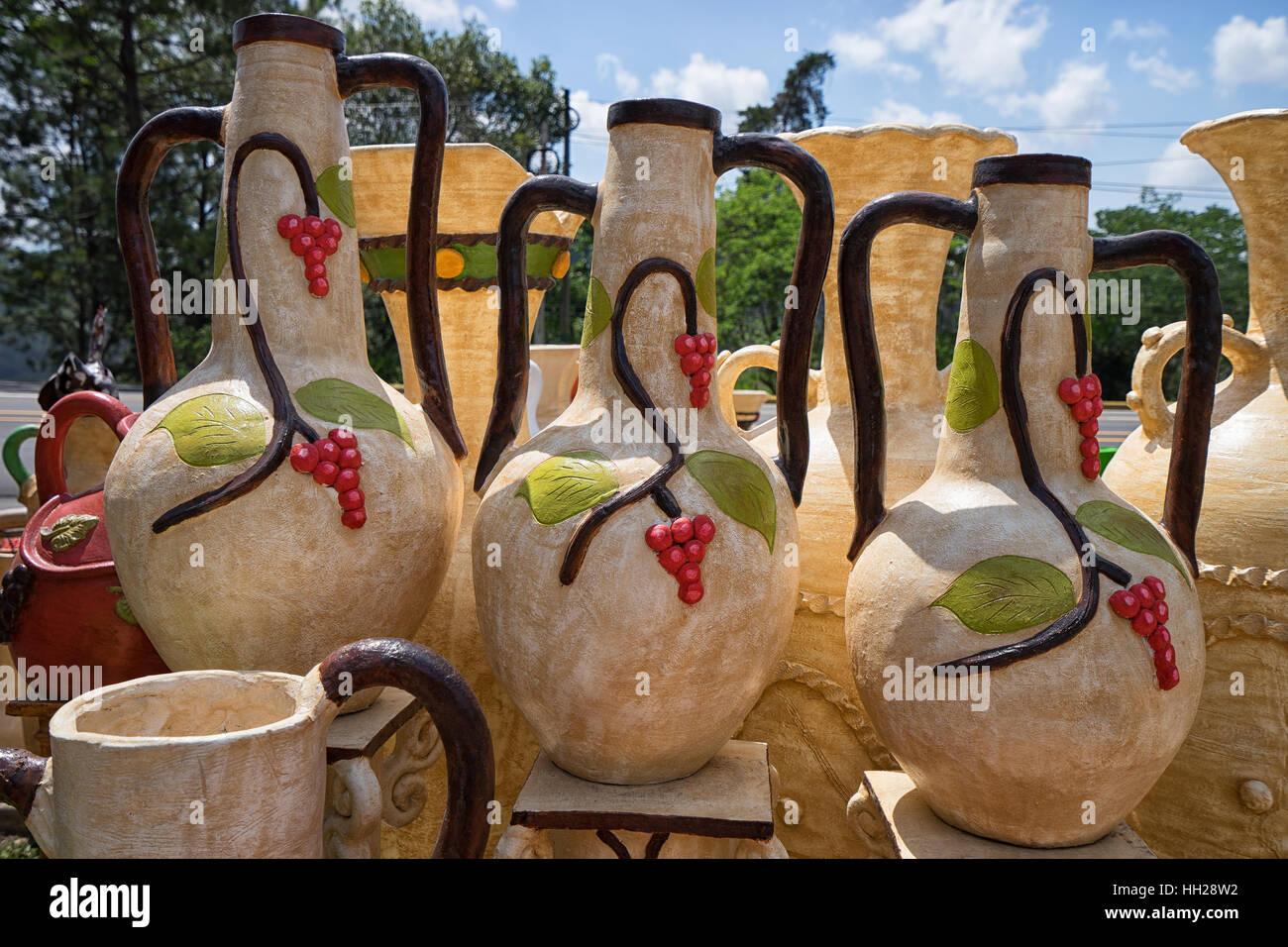 Large decorative ceramic vases, pottery stand in Honduras - Stock Image