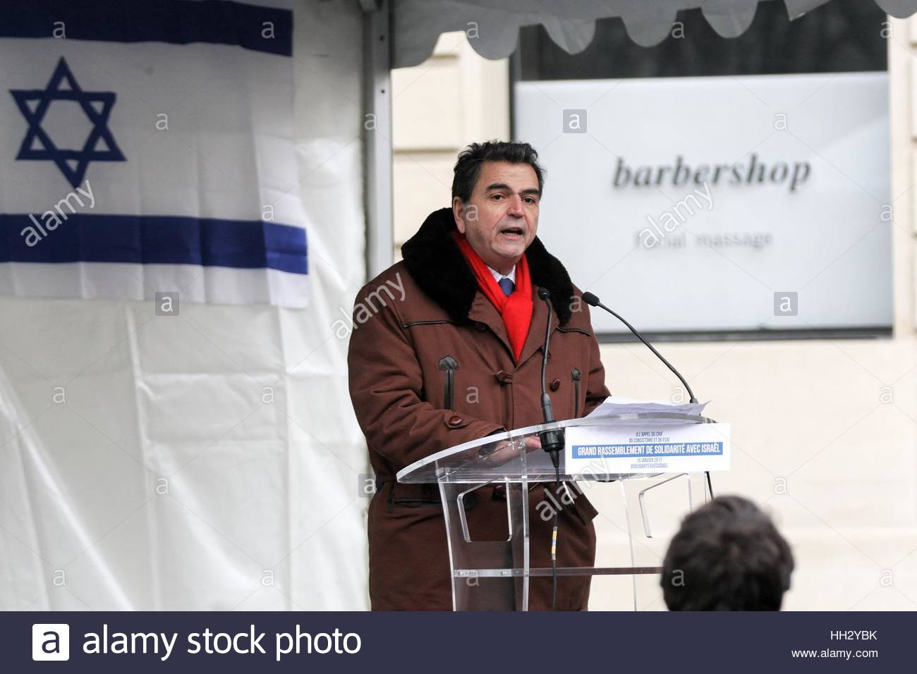 Paris, France. 15th Jan, 2017. French MP Pierre Lellouche speaks during a protest in Paris on January 15, 2017 as - Stock Image