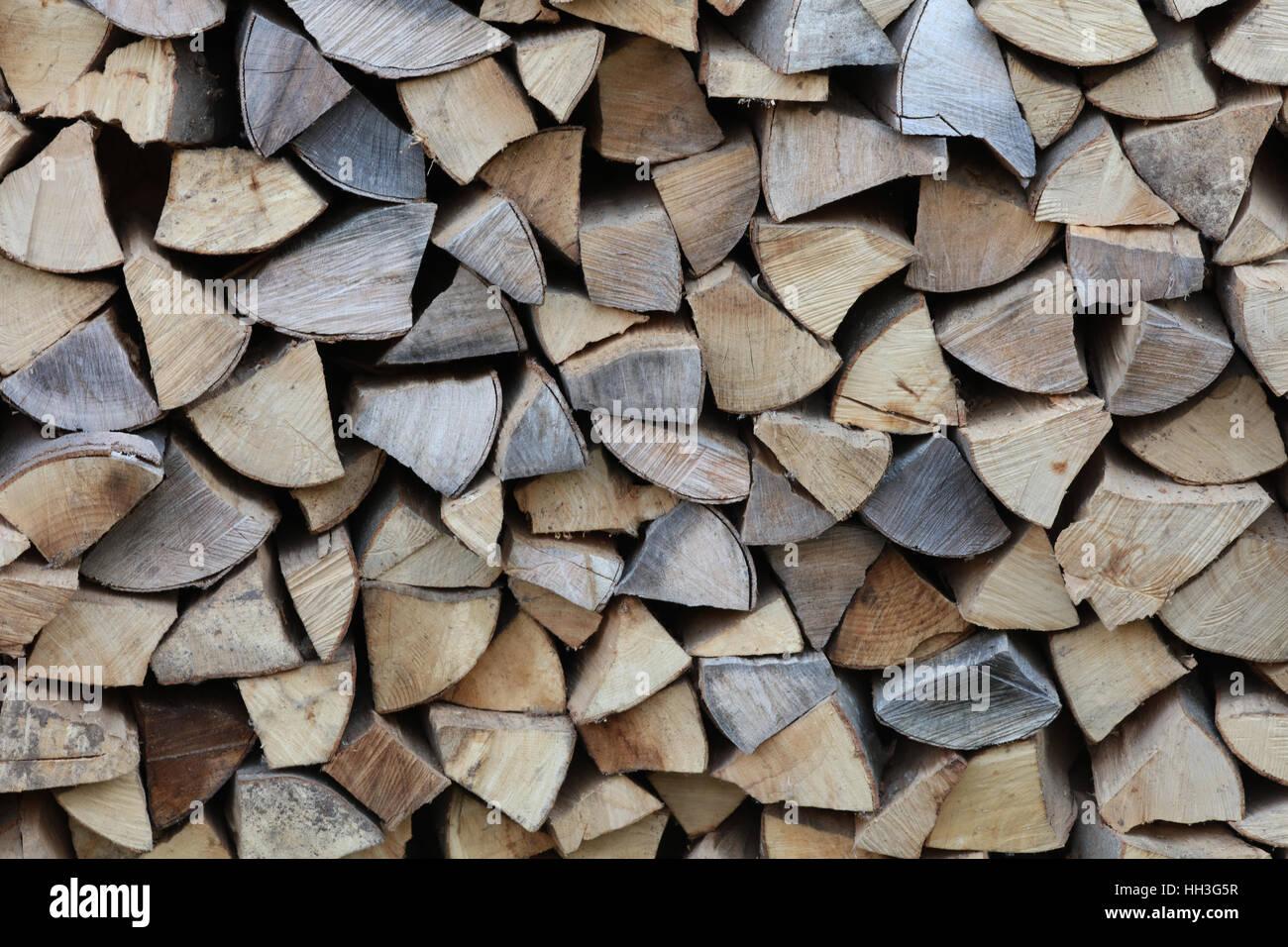 Brennholz Kaminholz Feuerholz gespalten Stock Photo