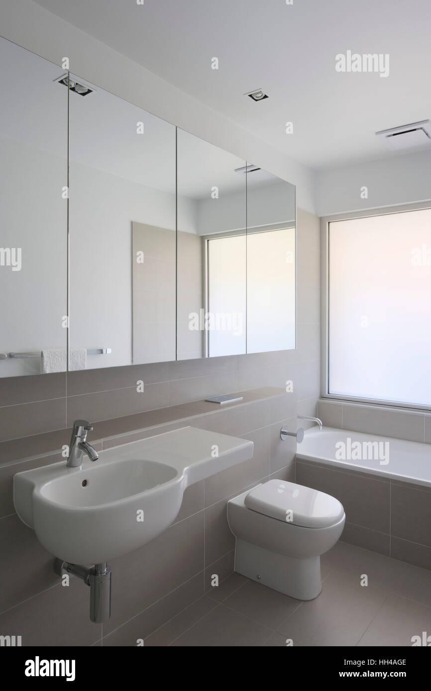 Bathroom. Berkeley House Heidelberg, Melbourne, Australia. Architect ...