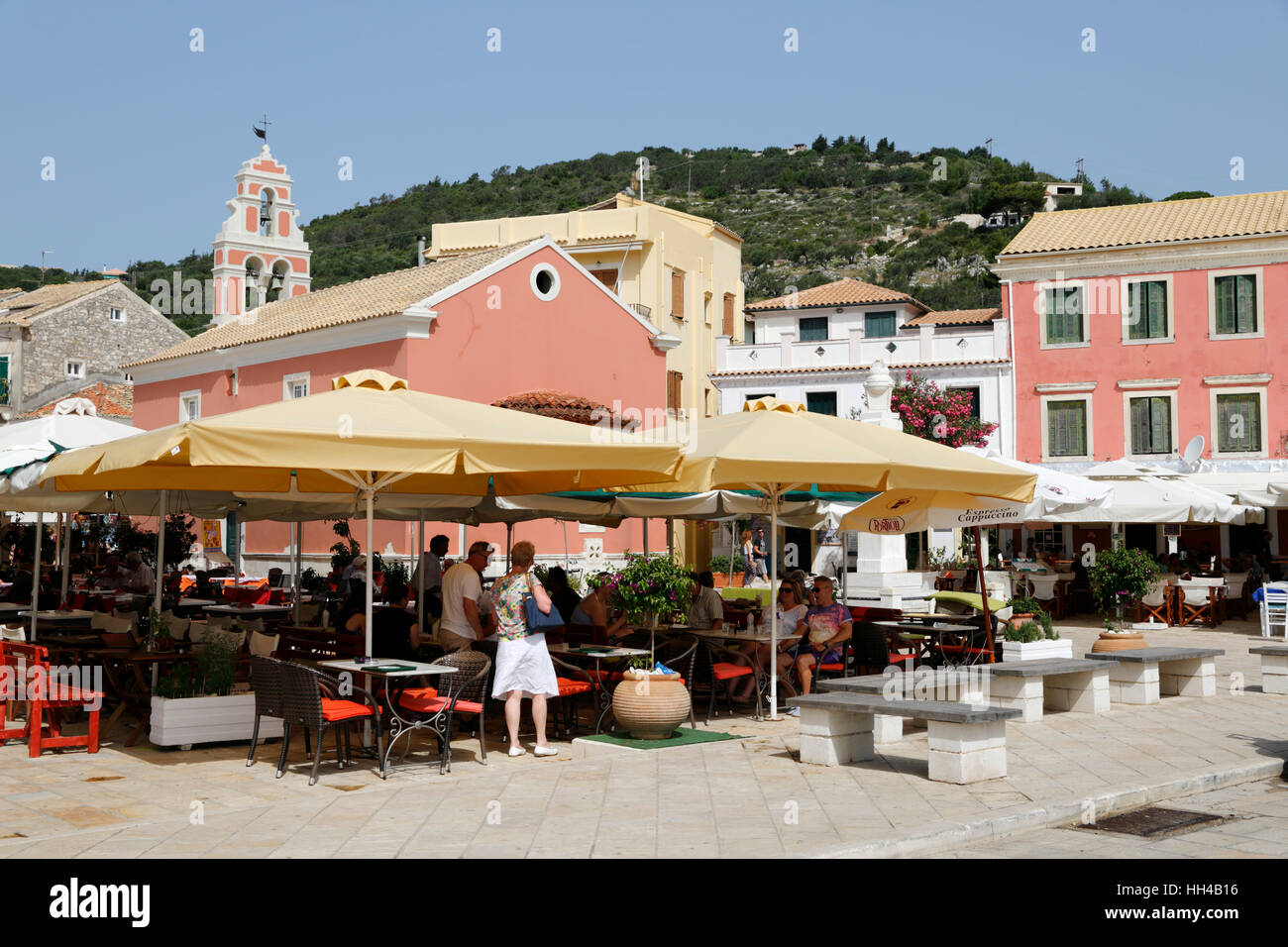 Cafés and restaurants in main square of Gaios town, Paxos, Ionian Islands, Greek Islands, Greece, Europe - Stock Image