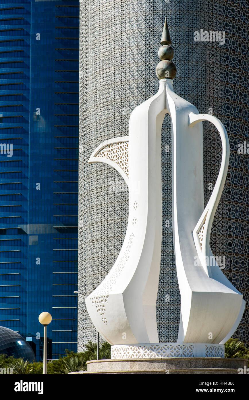Arabic coffee pot sculpture, Doha, Qatar - Stock Image