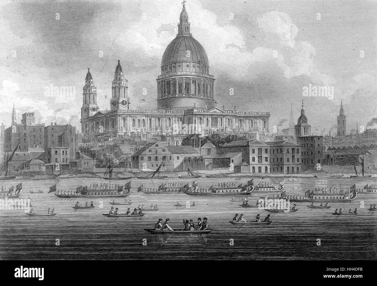 St Paul's Cathedral with the  Lord Mayor's Show on the water - Stock Image