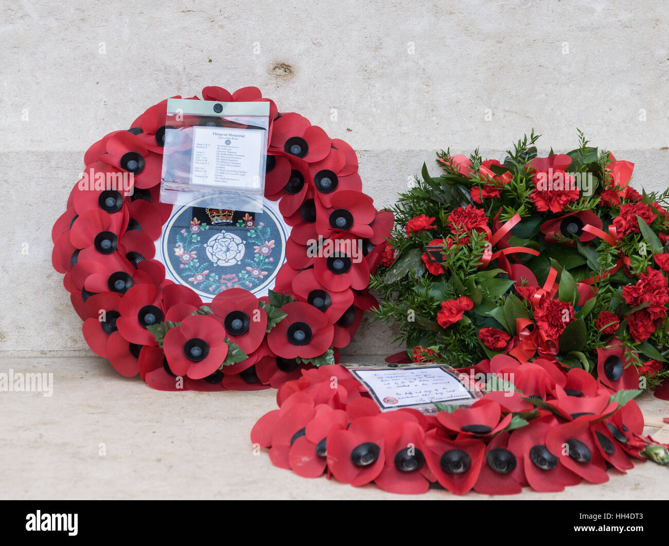 Remembrance. Poppy wreaths laid to remember the fallen at Thiepval Memorial - Stock Image