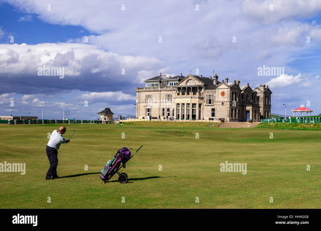 The 18th fairway and the Royal and Ancient clubhouse at St. Andrews golf course. Fife Scotland. 2003 - Stock Image