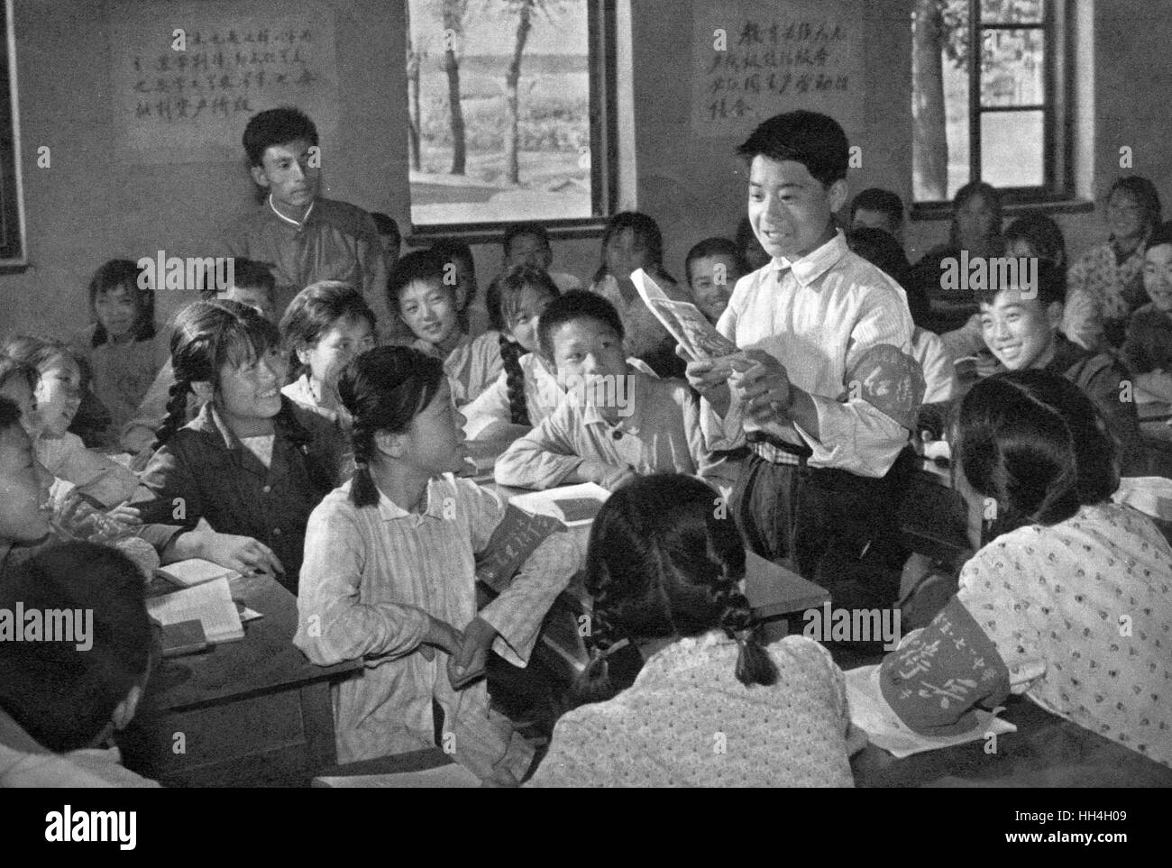 Children in a classroom in Communist China, one of them standing up to speak.  During the Cultural Revolution there - Stock Image