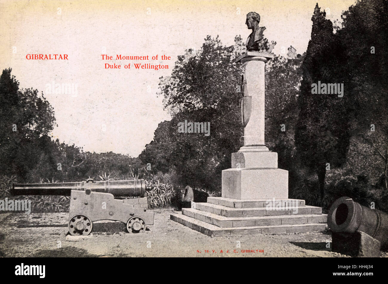 Duke of Wellington monument and cannon, Alameda Gardens, Gibraltar. - Stock Image