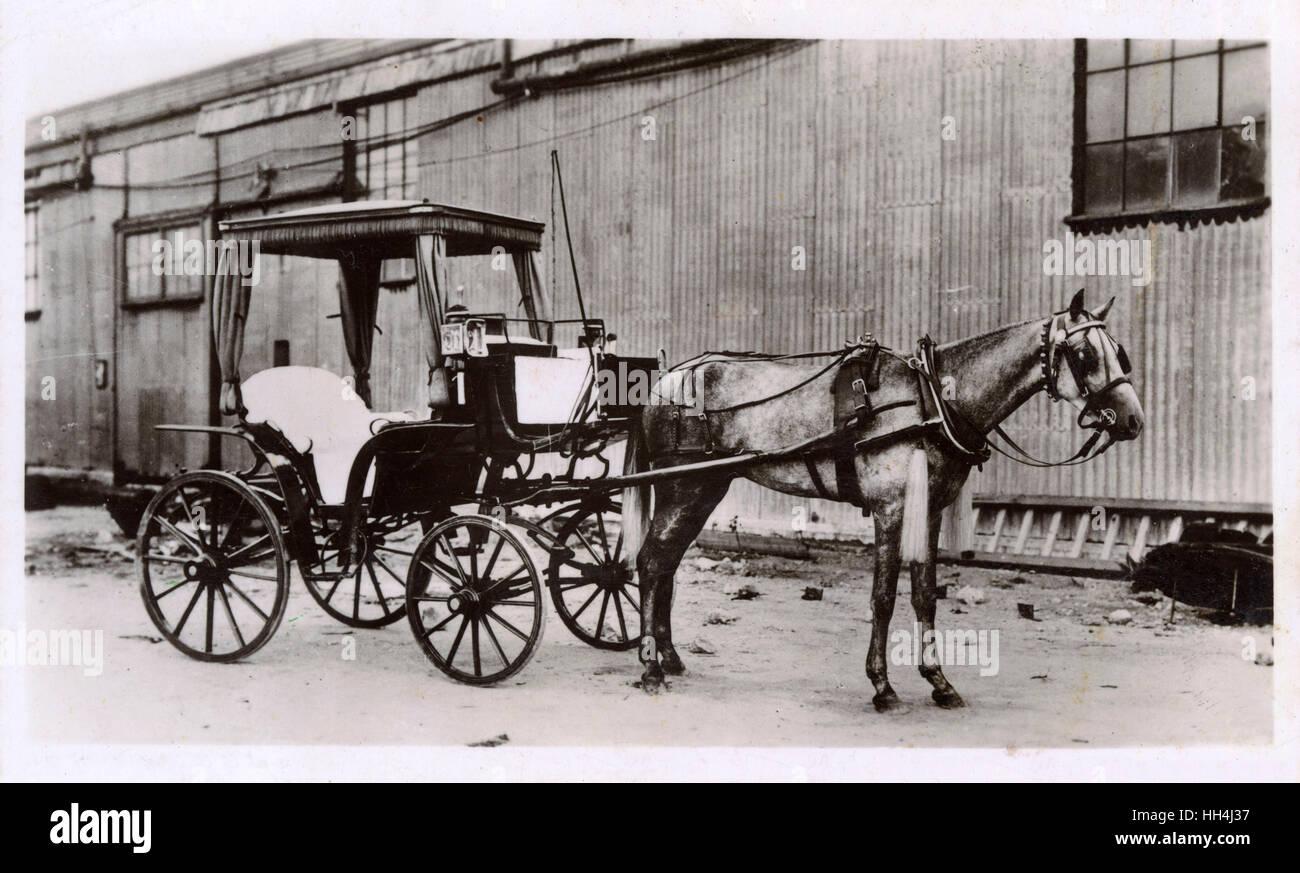 Horse-drawn hackney carriage, Gibraltar. - Stock Image
