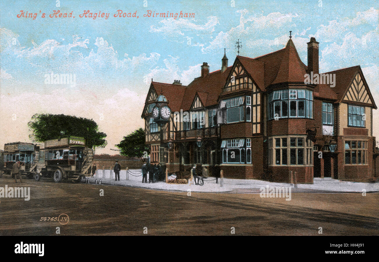King's Head public house, Hagley Road, Bearwood, Birmingham, West Midlands, with clock and bus terminus. - Stock Image