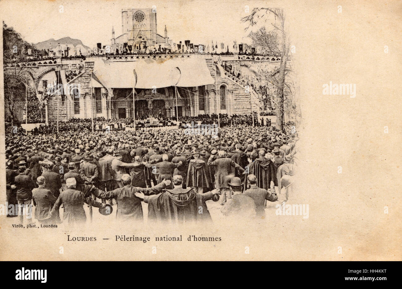 The huge National Male Pilgrimage to Lourdes - 18th-22nd April 1899. Worshippers in the Place De La Basilique. The - Stock Image