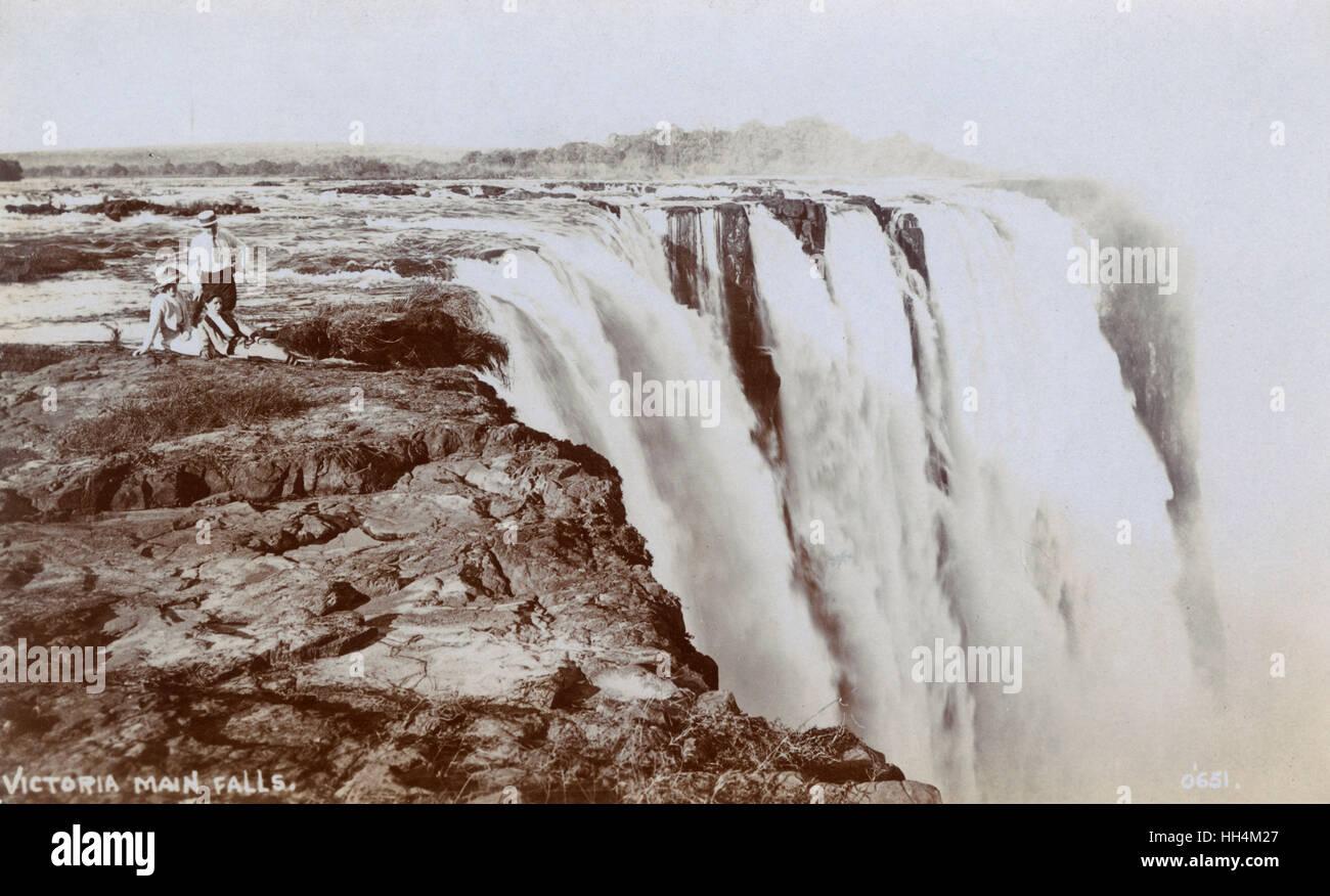 Victoria Main Falls and tourists, above the Zambesi River, Rhodesia (now Zimbabwe). - Stock Image