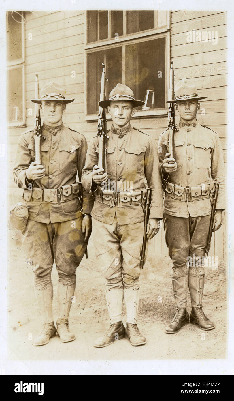 Three American soldiers (known as Doughboys) at Camp Dodge, Iowa, USA, during the First World War, with 1917 Enfield - Stock Image