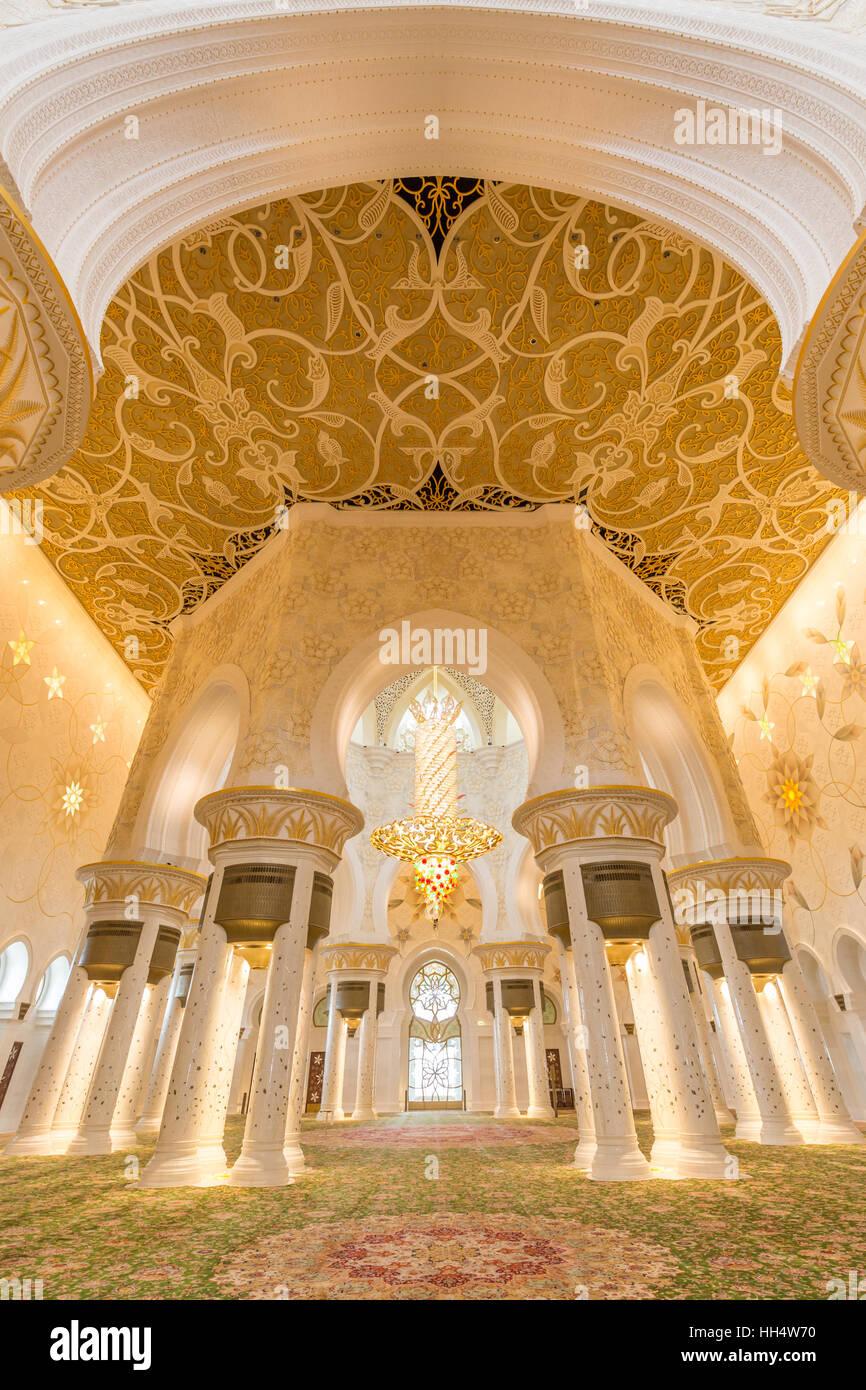 Interior Of Sheikh Zayed Grand Mosque Abu Dhabi United Arab Stock Photo Alamy