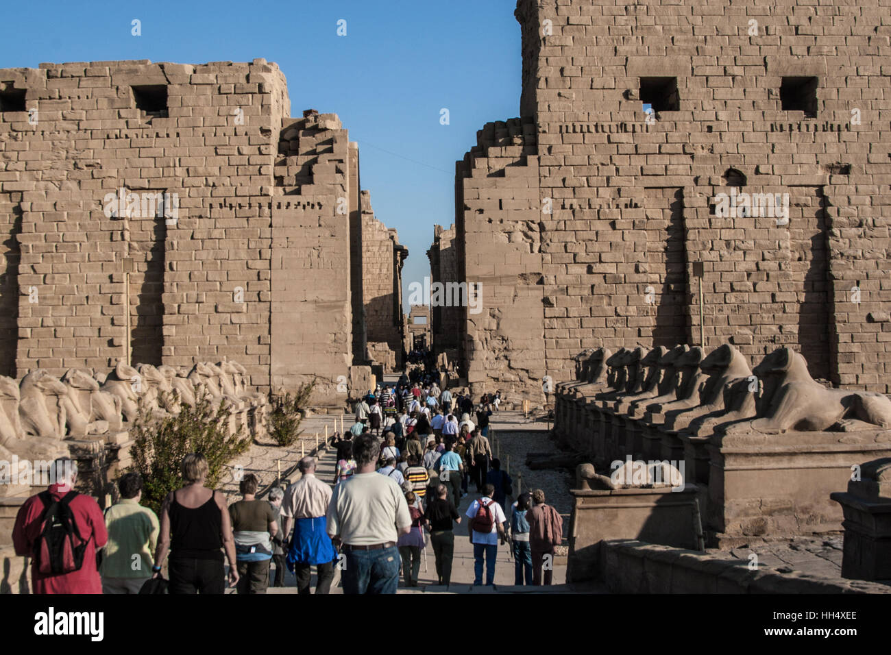 Crowds entering the Temple of karnak, Luxor, Egypt. It's one of the most popular sites in Egypt. - Stock Image
