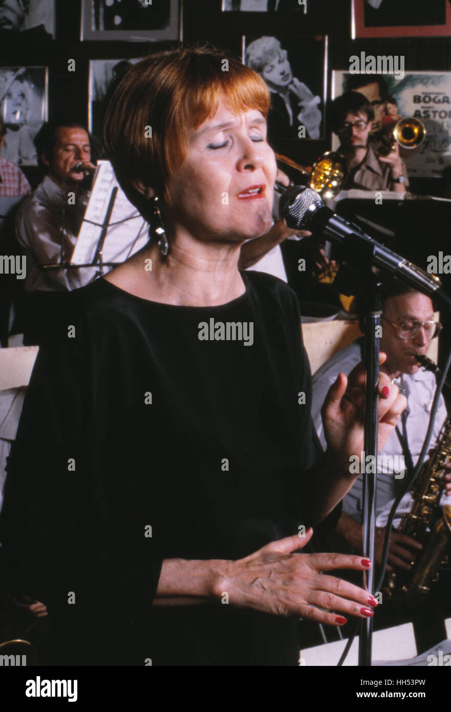 Vocalist Barbara Lea, during a performance at the Red Blazer Too jazz club in New York City in 1982. - Stock Image