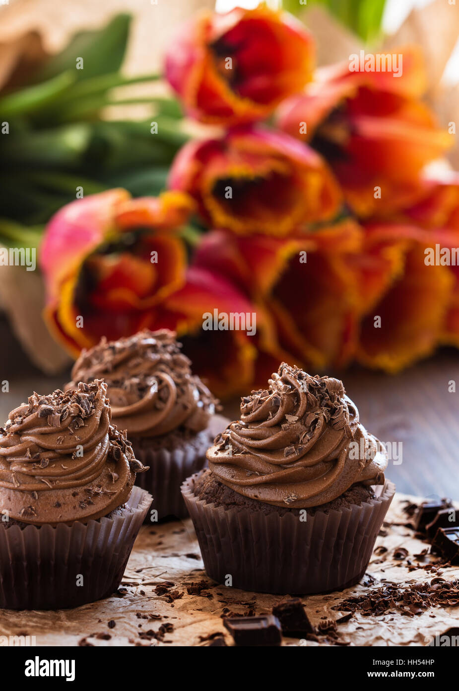 Delicious Mothers day  chocolate cupcakes  with spring tulips - Stock Image