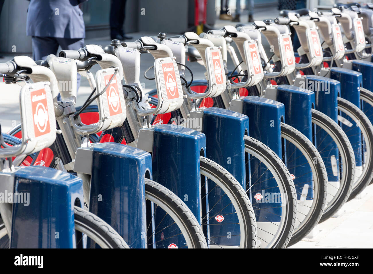 Santander Cycles self-hire bicycles, Bishopsgate, City of London, Greater London, England, United Kingdom - Stock Image