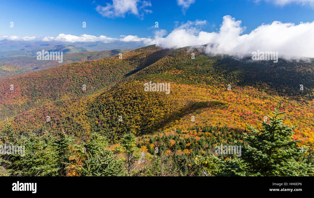 Cornell and Wittenburg Mountains shrouded in misty clouds, seen from a lookout on Slide Mountain during peak Autumn - Stock Image
