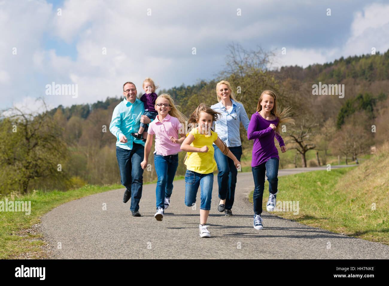 sport sports outdoor jogging jog run running runs familiy
