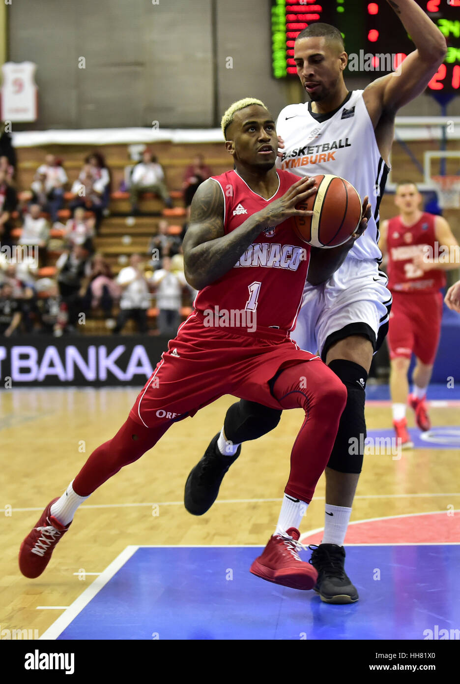 Nymburk, Czech Republic. 17th Jan, 2017. From left Dee Bost of Monaco and Diamon Simpson of Nymburk in action during - Stock Image