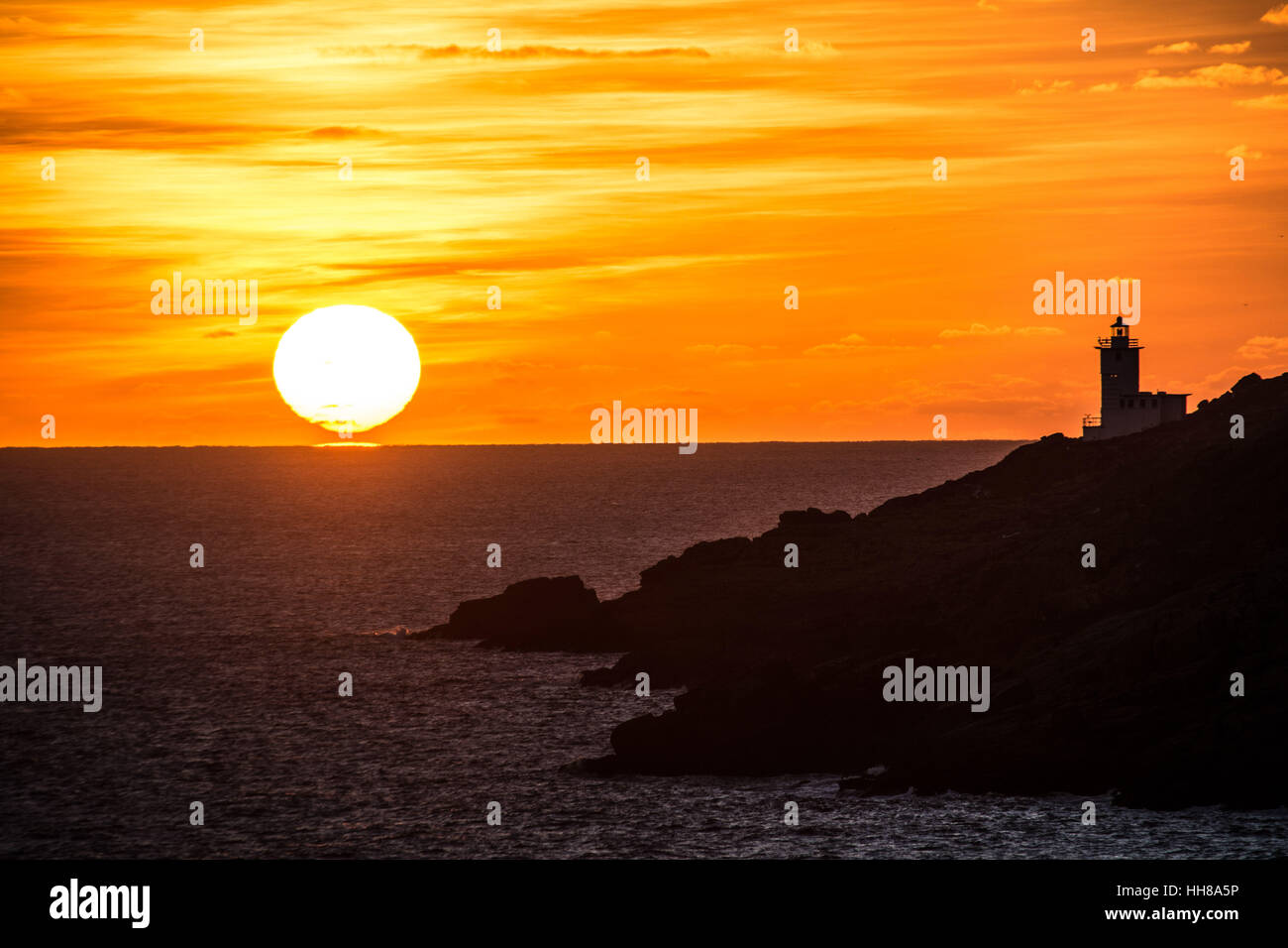 Lamorna Cove, Cornwall, UK. 18th January 2017. UK Weather. Stunning sunrise looking towards lands end, with the Stock Photo