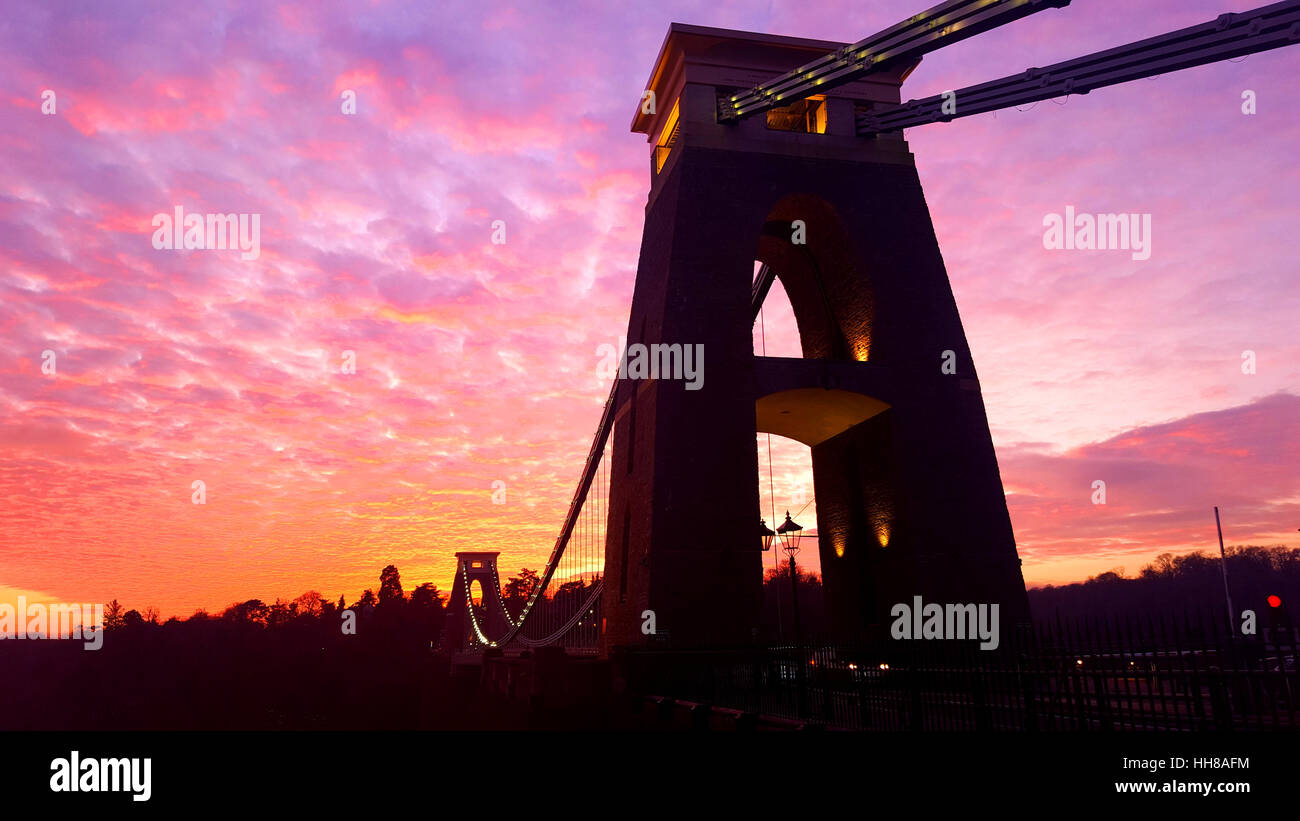 Bristol, UK. 18th Jan.UK Weather. Wonderful sunset over World Famous Tourist Attraction, Clifton Suspension Bridge - Stock Image